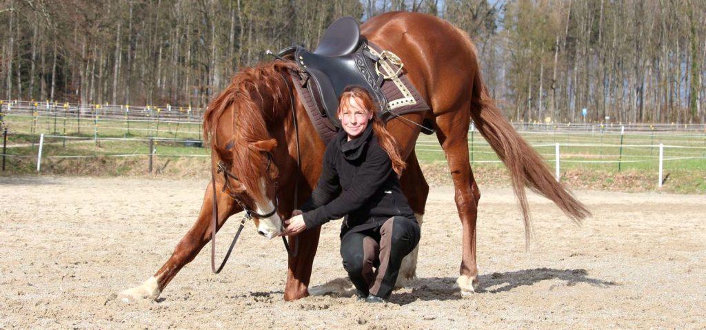 Sandra Wex mit Pferd im Kompliment